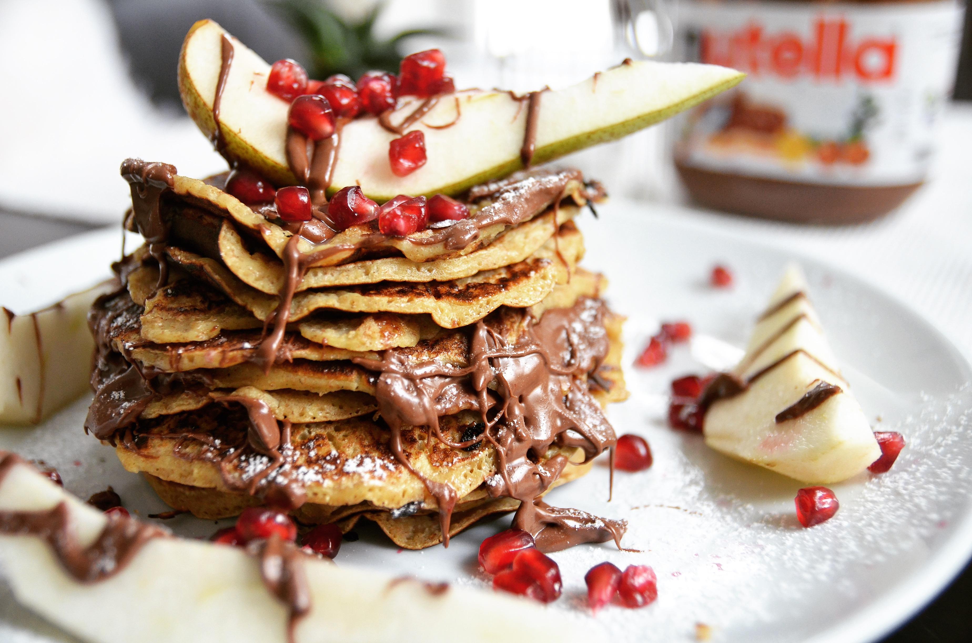 Süße Inspiration: Pancakes mit Birne und Nutella